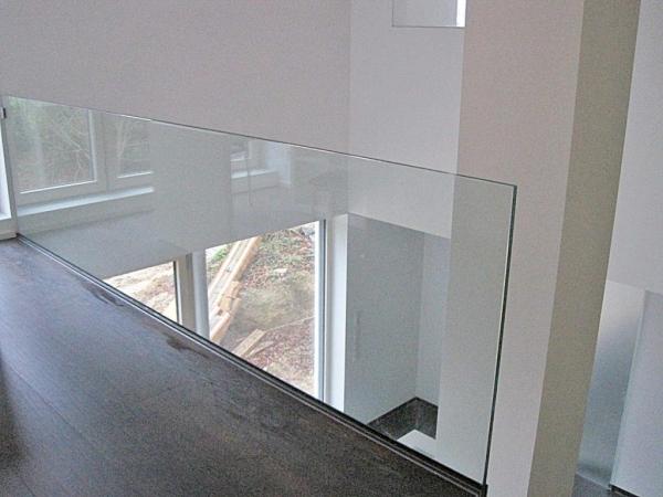 Treppen-Brüstung-aus-Glas